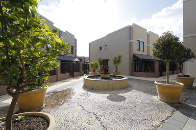Fully Furnished & Equipped, Great Location! Internet & Foxtel included
