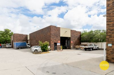 Open Plan 600m2 with up to 25 car parks