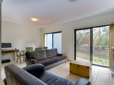 City Fringe Convenience with Large Courtyard & Private Garden