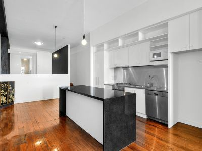 STYLISH & SOPHISTICATED WOOLSTORE APARTMENT!