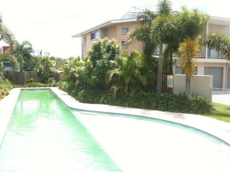 Spacious 4 BR townhouse + lap pool, walk to Woolworths & shops
