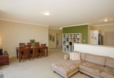 Excellent Two bedroom Unit in a Convenient Location