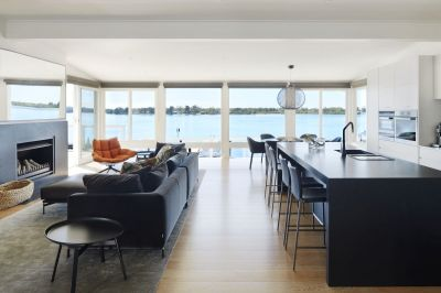 PRIVATE, ABSOLUTE WATERFRONT