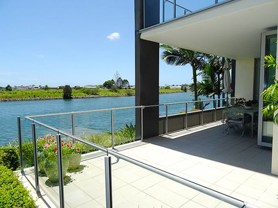 ULTRA-MODERN WATERFRONT LIVING