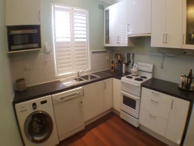 RENOVATED, STYLISH UNIT IN BOUTIQUE BLOCK