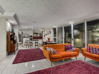 Huge ground floor apartment on the Brisbane River