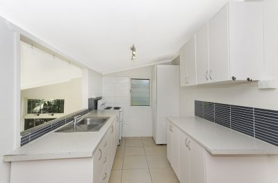 Queenslander Cottage Just a Stones' Throw from the CBD!