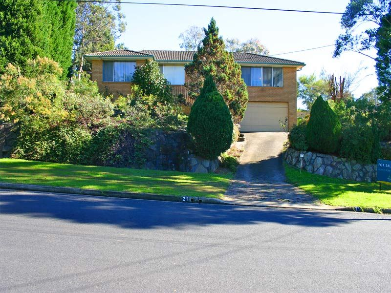 Very large 5 bedroom family home on a big block. Elevated setting with views.