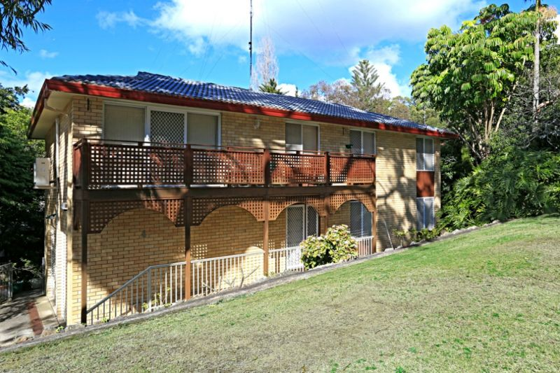 FAMILY HOME ON A RARE LEVEL BLOCK IN GRAYS POINT