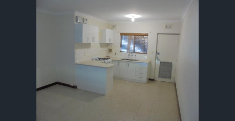 Cosy 2 Bed 1 Bath Ground Floor End Unit In Small Secure Complex