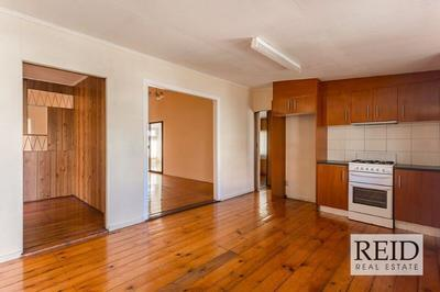 SPACIOUS QUEENSLANDER IN SPECTACULAR LOCATION!!