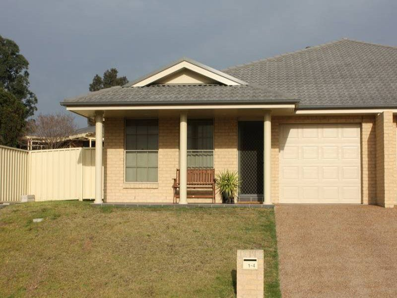 1/4 The Grove, Singleton