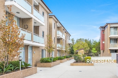 TWO STOREY APARTMENT WITH LAKE VIEWS!