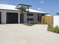 LIGHT, BRIGHT & AIRY, FULLY AIR CONDITIONED 3 BEDROOM TOWNHOUSE