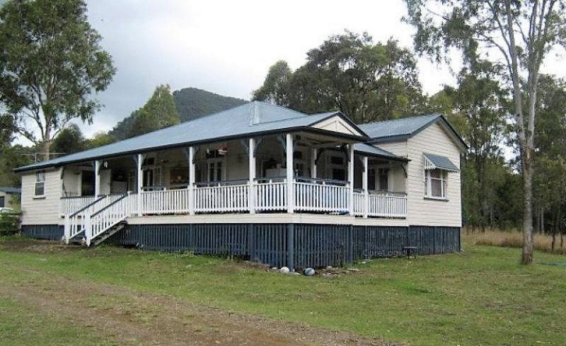 4 Bedroom Queenslander on 5 Acres with Town Water