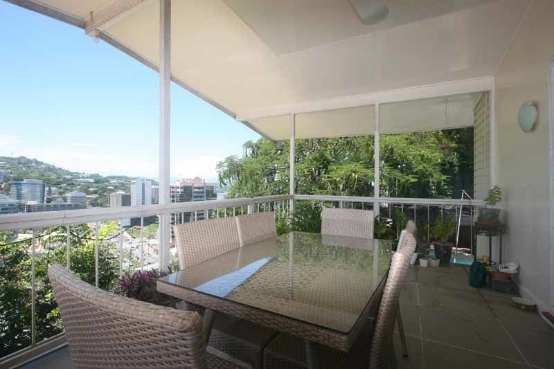 Exclusive Highset Apartment - Stunning Town/Ocen Views