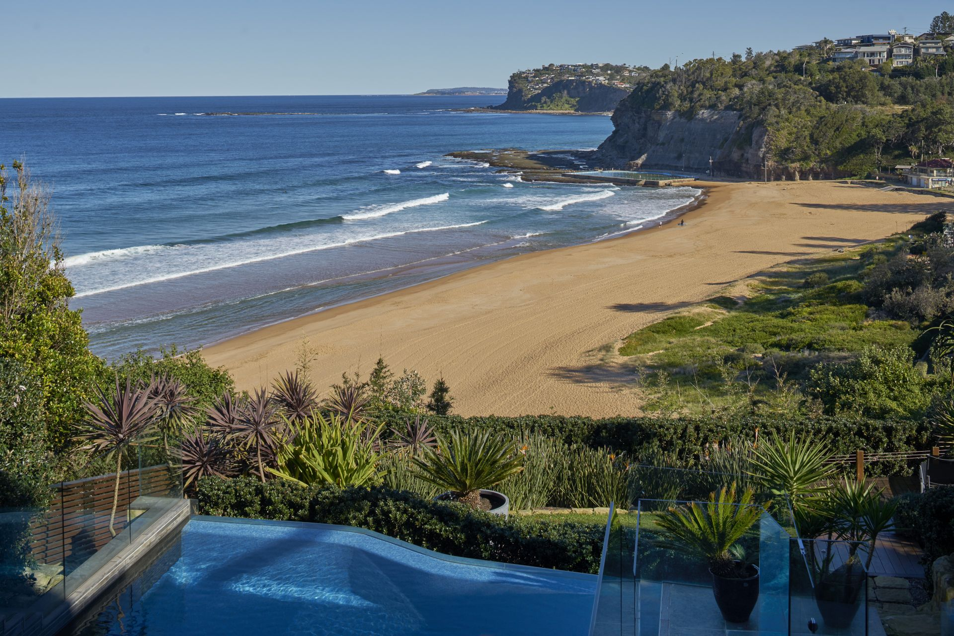 Additional photo for property listing at Dramatic contemporary masterpiece on Bilgola Beach   New South Wales,2107 Úc