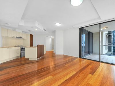 LIVE in the Heart of the Brisbane CBD! Exceptional Value at only $500 Per Week