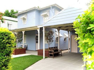 SUPERB MODERN QUEENSLANDER