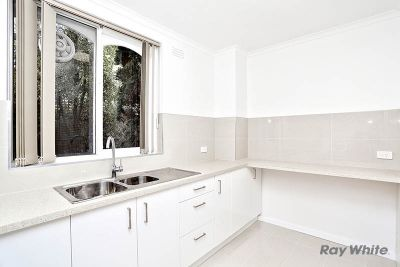 Modern & The Biggest One Bedroom Apartment in Kew!