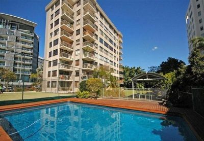 CHEAPEST FURNISHED 3 BED 2 BATH 2 CAR IN KANGAROO POINT