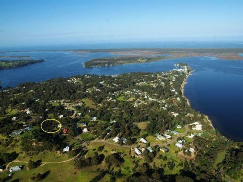 LAKE KING VIEWS, CENTRALLY LOCATED