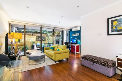 Large Courtyard Apartment on Hyde Park