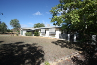 SOLID BLOCK HOME - GREAT VIEWS - 1976m2