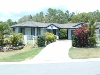 PARK LAKE ESTATE - 4 Bedroom with Study/Media Room - Extra Off Street Parking