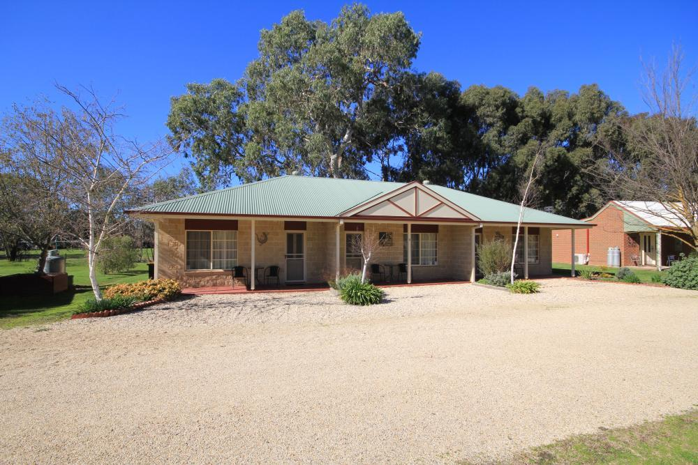 Freehold Accommodation Property on Acreage