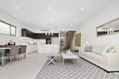 Sophisticated & Sundrenched Brand New Designer Home In An Exclusive Coastal Neighbourhood