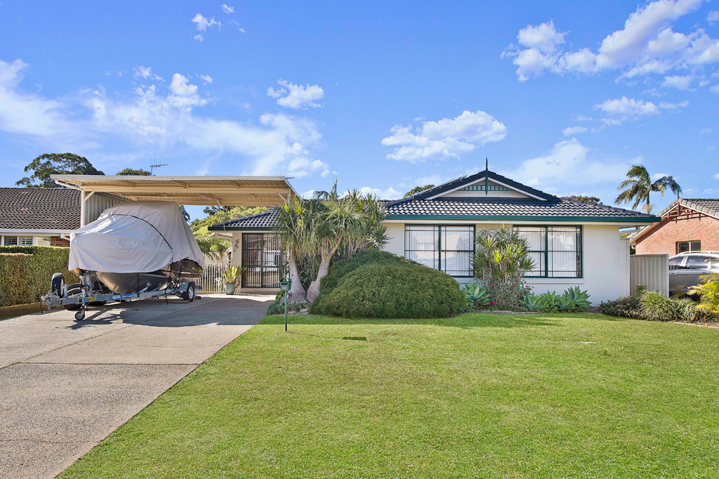 Backyard Shed, Pool And Sizeable Queensland Room