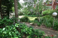 CHATSWOOD AREA 3BR 2BATH NEAR STATIONS F/F GARDEN SETTING GARAGE QUIET.