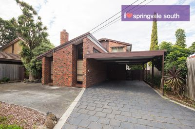 Spacious Double Storey 4 Bedroom Family home in Springvale South!