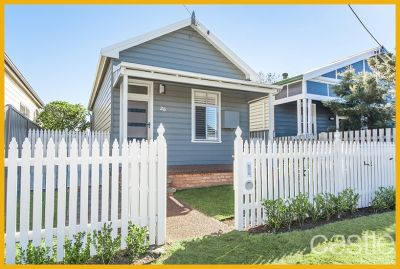 Cute cottage vibe in central village location