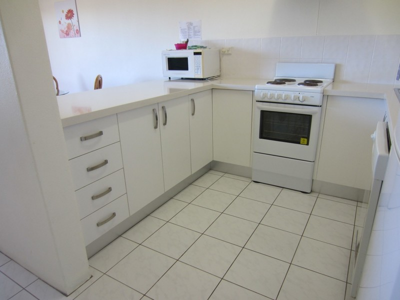 Short Term, NO LEASE, Two Bedroom Fully Furnished Apartment City Fringe