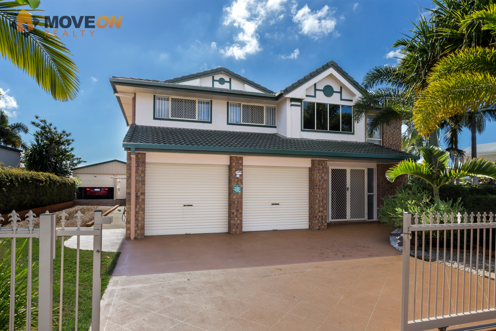 SUPERB FAMILY HOME – LARGE SHED – ON 720m2