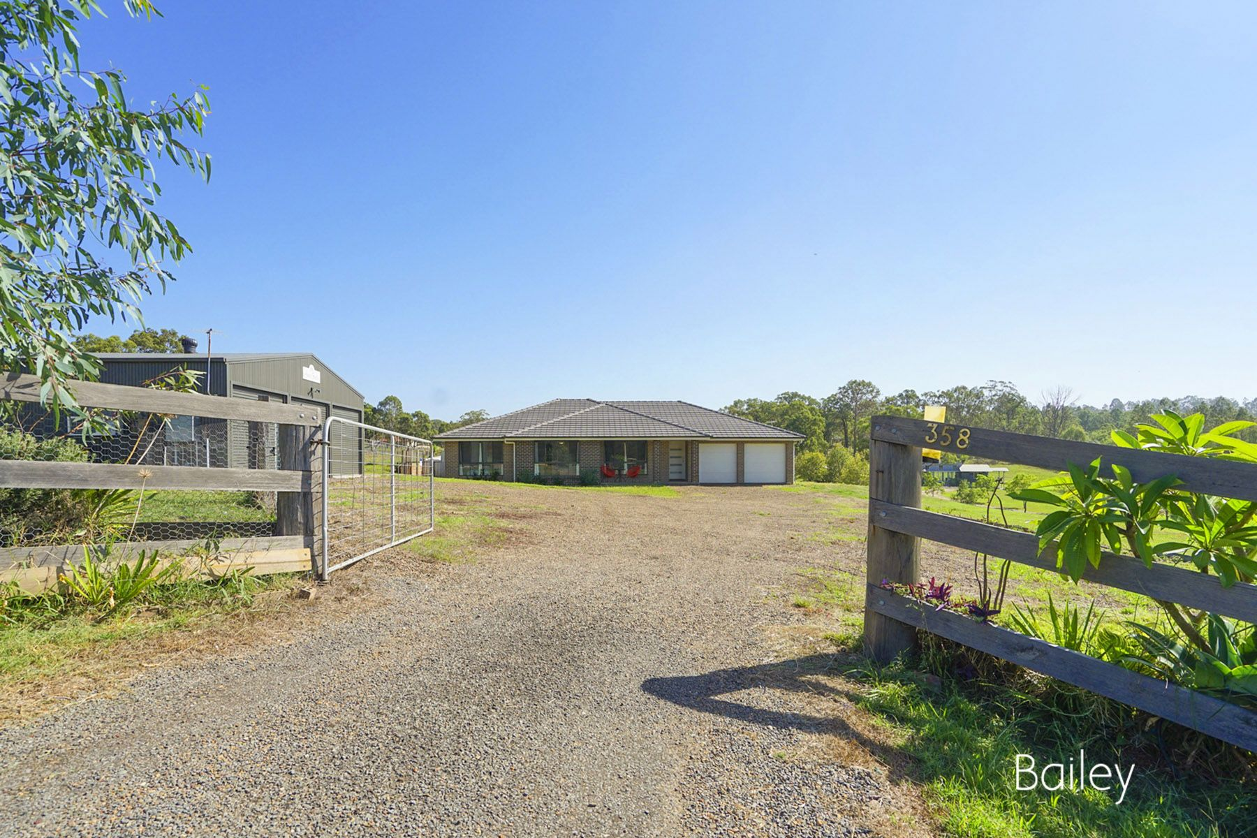 STUNNING FAMILY HOME ON TRANQUIL 2.47 ACRES