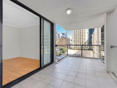 Spacious Two Bedroom Apartment in the Centrally Located in the CBD