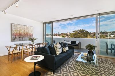 'Boheme' - Luxury Near New Apartment Close to the Beach!