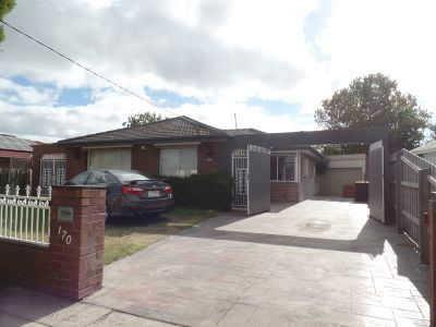 Lovely 3 Bedroom home close to Parkmore Shopping