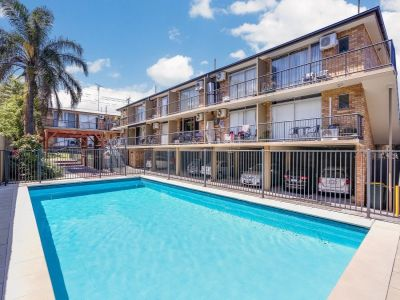 Modern FULLY FURNISHED One-Bedroom Air-Conditioned Apartment Situated in the Popular Suburb of New Farm - TWO WEEKS FREE RENT ON OFFER