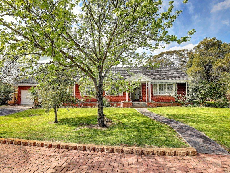 Stunning Timeless Colonial Style Residence Set Within A Park like Setting – Corner Position – 4 Bedrooms – Double Garage