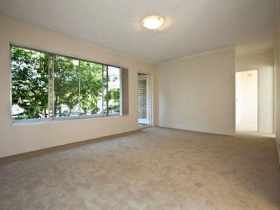 Spacious 2 bedroom apartment in convenient location!
