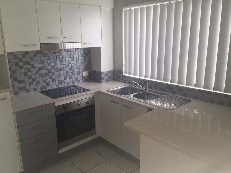 SPACIOUS 2BED UNIT PERFECTLY SITUATED - AVAILABLE IMMEDIATELY