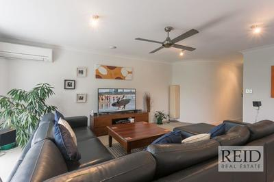 STYLISH INNER CITY LIVING - FULLY FURNISHED APARTMENT !!