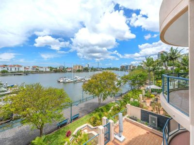 Stunning 2 Bedroom Apartment Located in The Heart of Kangaroo Point with Uninterrupted River Views