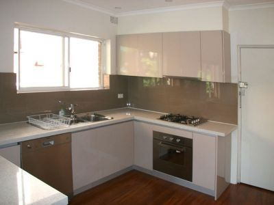 BRIGHT TWO BEDROOM APARTMENT WITH SINGLE LOCK UP GARAGE!!!