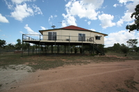 OPPORTUNITY KNOCKS  -  LARGE HOME  -  3.35Ha