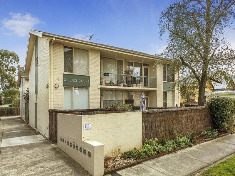 SPACIOUS 2 BEDROOM WITH BALCONY IN THE HEART OF FAIRFIELD